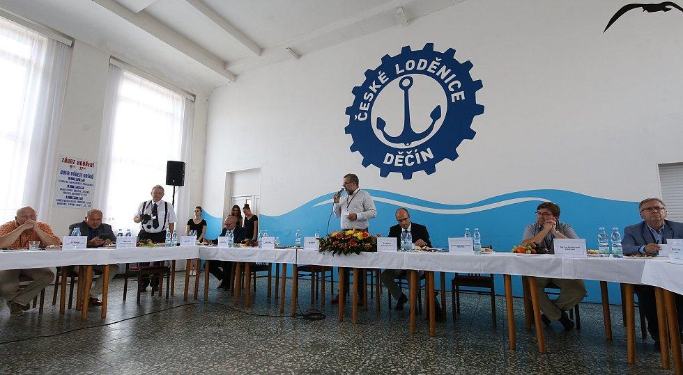 Setkání u kulatého stolu v Děčínské loděnici.