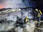 Požár garáže v Království na Děčínsku.