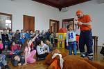 Děti si na zámku ve Šluknově  vyzkoušely první pomoc, 2019.