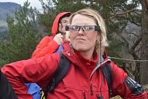 Chytré brýle použili turisté na výletě.