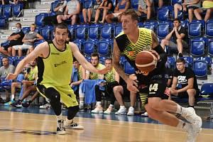 Basketbalisté Děčína narazili v dalším přípravném utkání na Ústí nad Labem. Sluneta naopak odehrála první přátelský zápas v rámci letní přípravy.