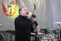 Pod děčínským zámkem zazpíval Petr Kolář