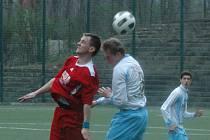 SKVĚLÝ OBRAT. Fotbalisté Junioru Děčín (v modrobílé) doma porazili 3:1 FK Louny.