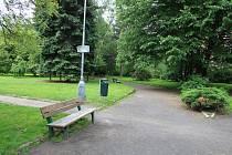 Park před děčínským kinem Sněžník.