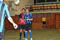 Futsalisté Bílého Baletu (v červeném) porazili MCE Slaný 5:4.