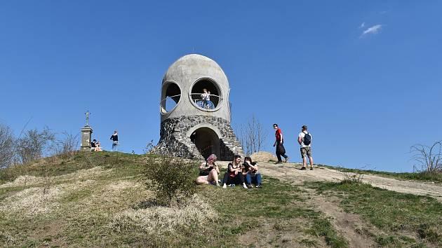 Lidé využili prosluněného velikonočního víkendu k cestám do přírody.