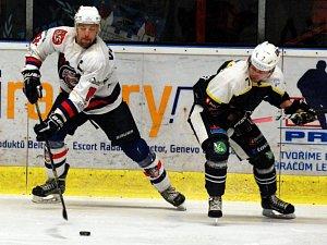 NEOBLÍBENÝ SOUPEŘ. Děčínští hokejisté podlehli Trutnovu i počtvrté v sezóně. A právě s tímto soupeřem se Medvědi utkají v prvním kole play-off.