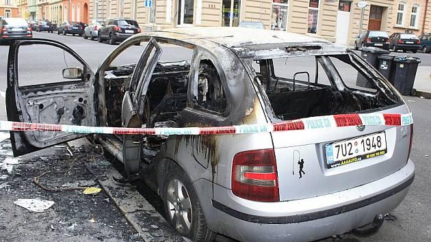 Shořelé auto v Děčíně - Podmoklech