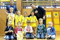 PRVNÍ DVĚ MÍSTA obsadily týmy SK Děčín na halovém turnaji v Ústí nad Labem.