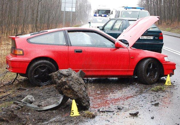 Nad Ludvikovice bouralo osobní auto