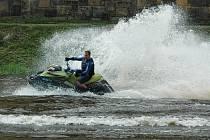 V neděli se také konal 3. ročník Mezinárodního mistrovství ČR vodních skútrů Jet Ski Grand Prix Děčín, který je jediným závodem Long distanc v ČR.