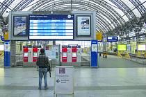 Německá nádraží, stejně jako to drážďanské, zela včera kvůli stávce prázdnotou.