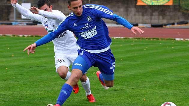 DOMA NEZTRÁCEJÍ. Fotbalisté Varnsdorfu v letošní sezóně doma prohráli pouze s Třincem. Naposledy ale v Kotlině vyzráli v derby na Ústí nad Labem (na snímku).