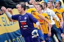 TAKTO SLAVILI fotbalisté Varnsdorfu před týdnem, když doma porazili 1:0 Frýdek-Místek.