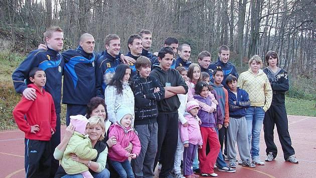 Varnsdorfští fotbalisté navštívili děti z krásnolipského dětského domova