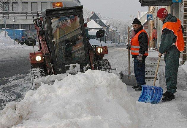 Děčínsko nápory sněhu a mrazivé počasí zatím zvládá bez velkých problémů.