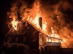 Ve Varnsdorfu shořel v noci na úterý podstávkový dům