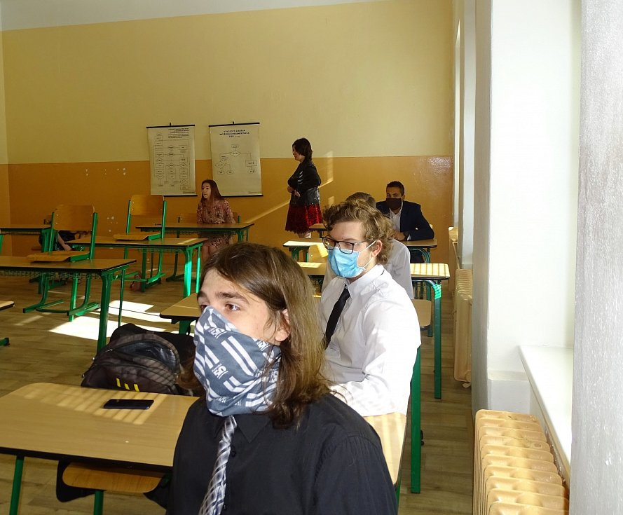 Maturity na Vyšší odborné škole, Střední průmyslové škole a Střední odborné škole služeb a cestovního ruchu ve Varnsdorfu.