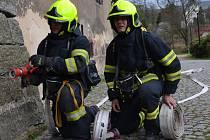 Jednotka dobrovolných hasičů Jílové-Modrá cvičně zasahovala u fiktivního požáru v prostorách zámku Jílové.
