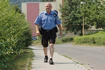 Jílovští strážníci si letní uniformy pochvalují.