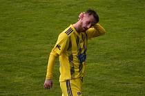 Zklamaný Lukáš Novák po těžké porážce 0:4 od Viktorky Žižkov.