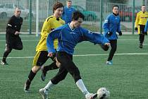 JEDENÁCT BRANEK padlo v utkání Junioru Děčín (ve žlutém) a Vilémovem.