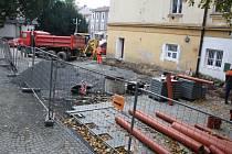 Rekonstrukce tržnice v Děčíně nabírá zpoždění.