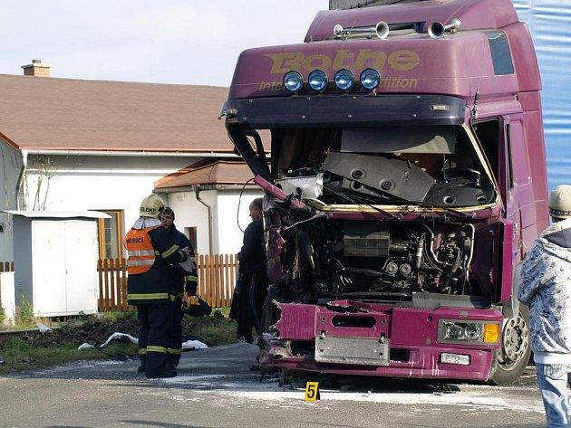 Na železničním přejezdu na trati z Rumburku do Šluknova se srazil kamion s osobním vlakem.