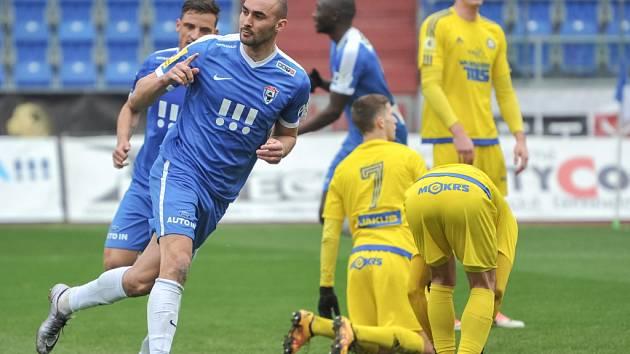 JEDINÝ GÓL rozhodl utkání ve Vítkovicích. Domácí porazili Varnsdorf 1:0.