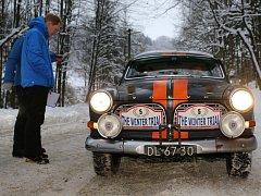 Zimní rallye veteránů projela přes Ústecký kraj.