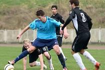 FOTBALISTÉ MODRÉ (modré dresy) vyhráli v Rumburku 2:0.