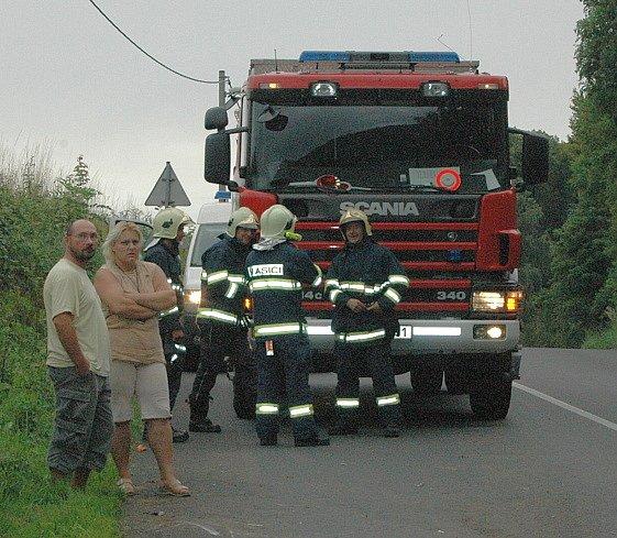 Nehoda osobního automobilu v Březinách u Děčína, řidič z místa činu ujel