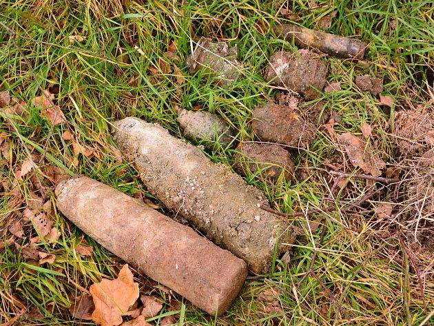 V rybníku v Mikulášovicích se válela nevybuchlá munice.