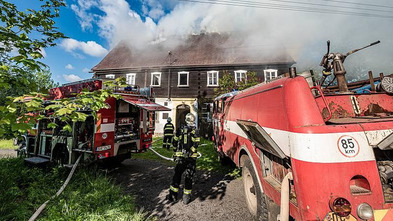 Požár roubenky v Chřibské.