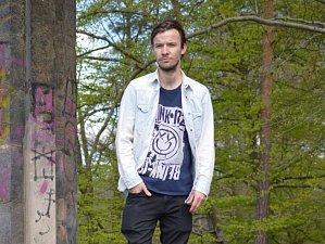 Radek Kolínský založil v Děčíně vlastní literární talkshow 2+KK.