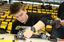 Příprava na závody RC modelů aut na vodíkový pohon.