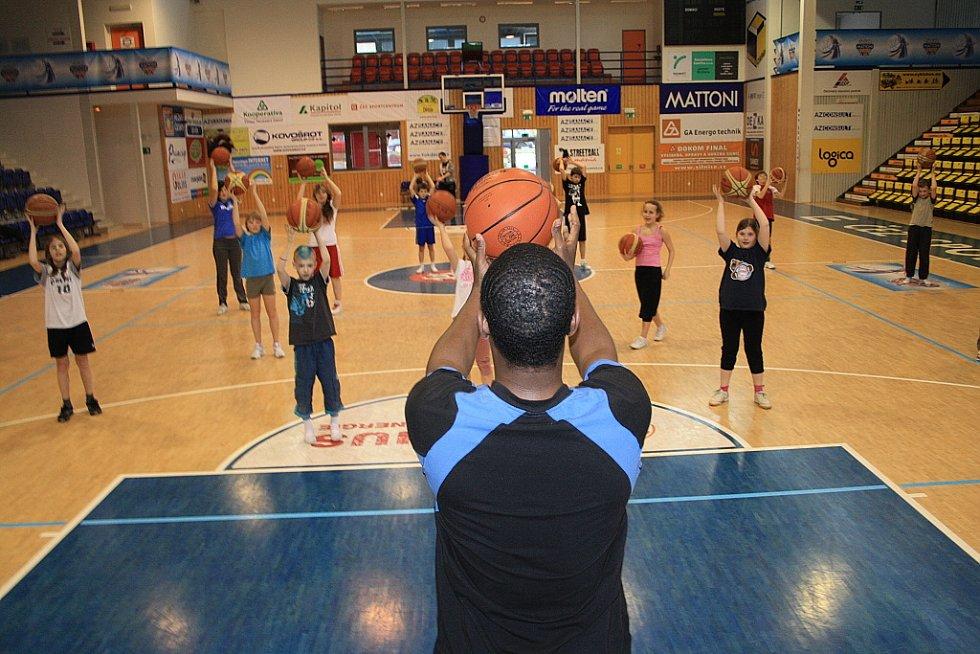 Dne 29. března 2012 se uskutečnil basketbalový trénink žáků Základní školy Komenského náměstí, ve spolupráci s BK Děčín.