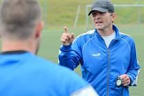 FOTBALISTÉ VARNSDORFU mají za sebou první trénink v rámci letní přípravy. Ten vedl trenér Roman Skuhravý.