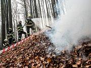 Hasiči cvičili zásah u požáru na Vlčí hoře.