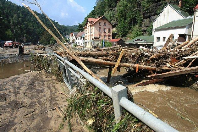 Povodně vsrpnu 2010zničily Hřensko.