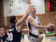 BOJOVALI. Děčínští basketbalisté bojovali, v Nymburku ale prohráli.