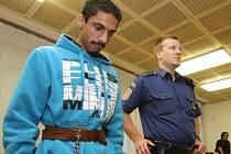 Soud začal řešit případ únorové vraždy barmanky v Jiříkově.
