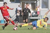 Výhru nad nebezpečným týmeme Sezimova Ústí zařídil dvěma góly Grubhoffer (na zemi).
