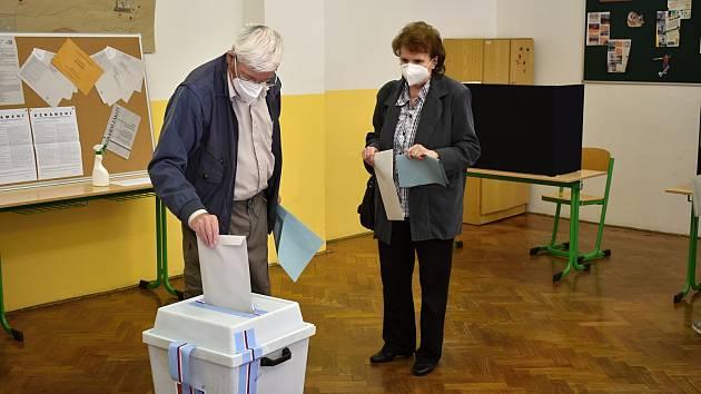 Volební místnost v Děčíně na Starém Městě.