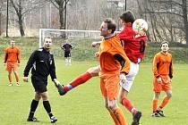 OBRAT. Šluknov (v červeném) sice v Přestanově prohrával 2:0, přesto utkání otočil a vyhrál 3:2.