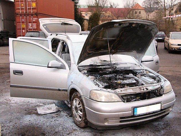 V Bechlejovicích hořel automobil.