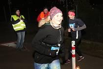 Přesně 64 běžkyň a běžců se vydalo ve středu večer v Děčíně na trasu prvního závodu běžeckého seriálu Modrá stuha.