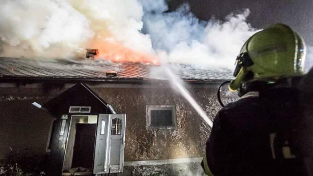 Požár chalupy ve Šluknově - Kunraticích.