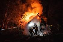 Požár chaty ve Starých Křečanech.