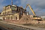 Ve Varnsdorfu začala demolice většiny nádraží.